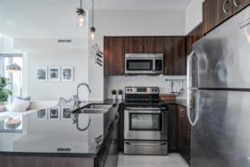 150 East Liberty Street Suite 1013 Liberty Village Toronto - Kitchen