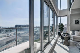 150 East Liberty Street Suite 1013 Liberty Village Toronto - Floor to ceiling windows