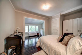 1101 Woodbine Avenue Toronto - master bedroom sitting area