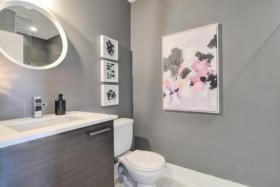630 Queen St E 610 - main washroom - Toronto real estate agents Ford Thurston and Chris Olsen