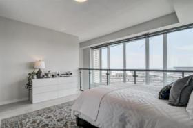 150 East Liberty Street Suite 1013 Liberty Village Toronto - Master bedroom windows