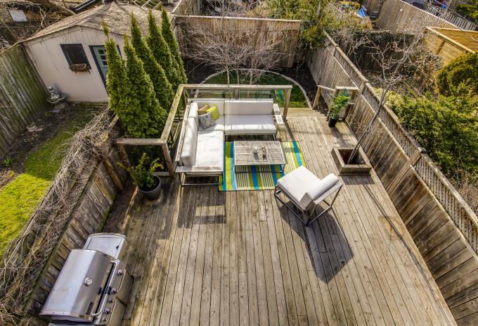 22_House_Backyard