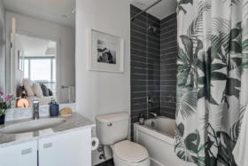 150 East Liberty Street Suite 1013 Liberty Village Toronto - Master ensuite